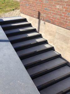 akmeniniai laiptai granito laiptai